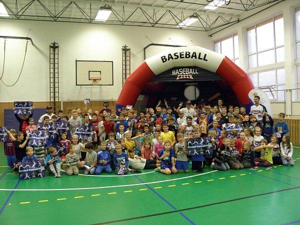 Baseball ukazoval školákům vOstravě-Hrabůvce ibývalý žák.