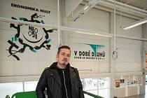 Umělec Marius Konvoj a jeho dílo Ekonomika nuly