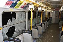 Vandalové v dubnu zničili tři ostravské tramvaje.