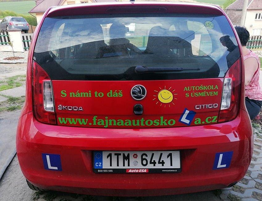 FAJN Autoškolu její provozovatel Patrik Mácha znovu rozjíždí, na obnovení dalších živností teprve ten správný čas přijde.