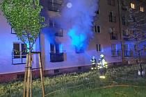 Devět lidí muselo být v noci evakuováno kvůli požáru v bytě v přízemí čtyřpodlažního domu v Ostravě-Zábřehu.