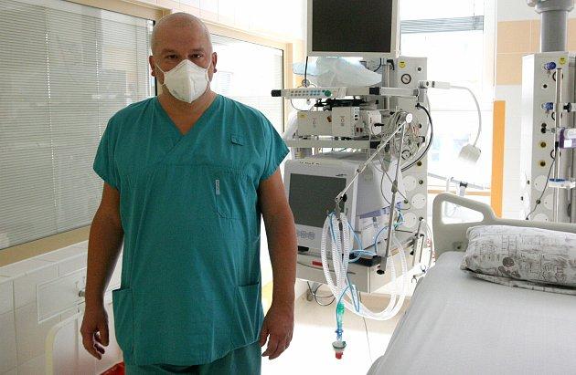 STANIČNÍ lékař na ORIM 3vporubské fakultní nemocnici Peter Sklienka.
