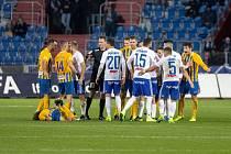 Fotbalová liga dostala výjimku a chystá na restart. Začíná se již dnes předehrávkou Jablonce z Brnem. Regionální zástupci, tedy Baník Ostrava, SFC Opava a MFK Karviná půjdou do akci o víkendu.