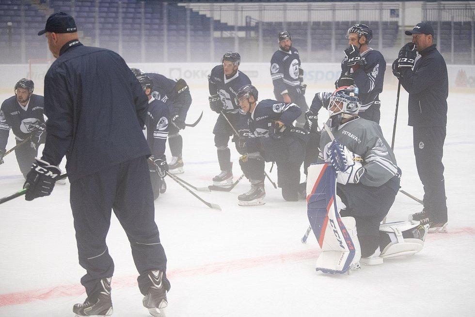 První trénink na ledě hokejistů HC Vítkovice Ridera, 26. července 2021 v Ostravě.