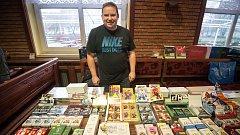 Pro Tomáše Martínka je sbírání hokejových karet celoživotní koníček.