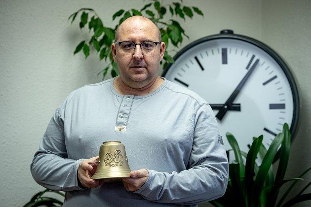 Společnost IMPULS – B vyrábí věžní hodiny, zvonkohry, číselníky, věžní stroje. Jednatel firmy Martin Bachan.