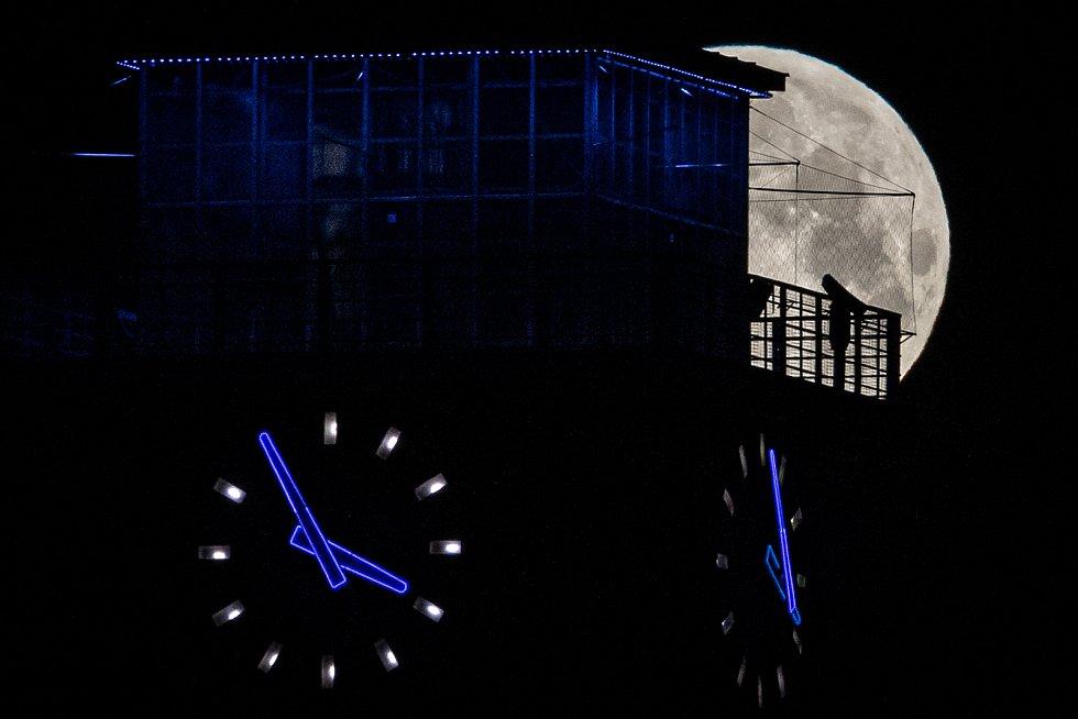Superúplněk nad Ostravou 26. května 2021.