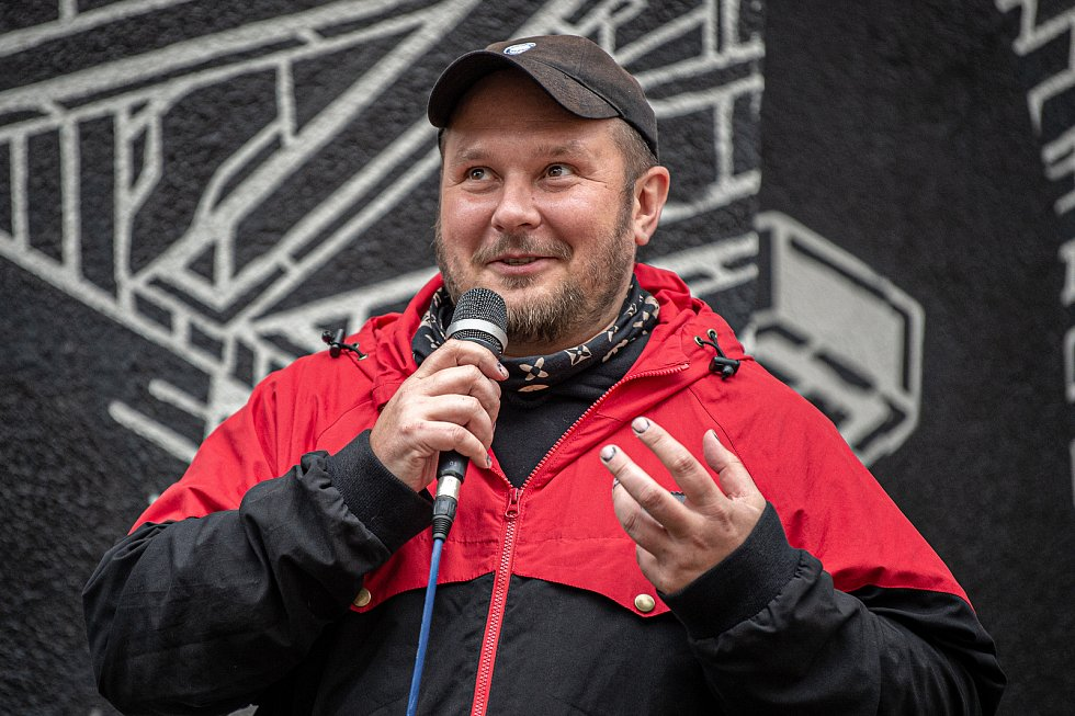 V centru vznikla nástěnná malba (mural), která bude zdobí fasádu domu v proluce v Nádražní ulici. Muralartovou malbu vytvořil polský umělec Mariusz M-City Waras, 29. září 2020 v Ostravě. Autor duralu Mariusz M-City Waras.