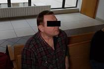 Obžalovaný si po vynesení verdiktu mohl oddychnout. Soud jeho trestní stíhání podmíněně zastavil na zkušební dvouletou lhůtu.