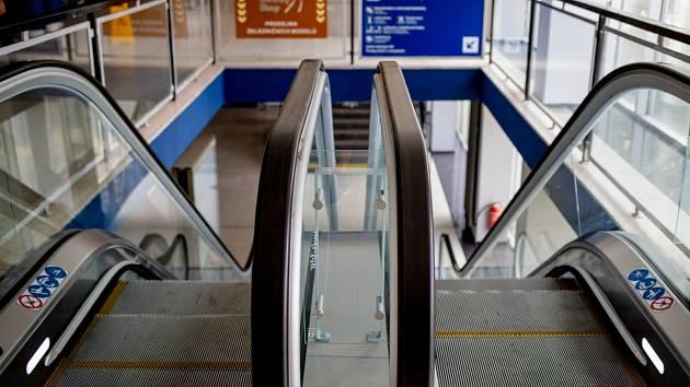 Hlavní nádraží v Ostravě má konečně i eskalátory.