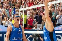 FIVB Světové série v plážovém volejbalu J&T Banka Ostrava Beach Open, 1. června 2019 v Ostravě. Na snímku (zleva) David Schweiner (CZE), Ondrej Perusic (CZE).