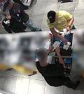Dvojice mazaně kradla po celé republice