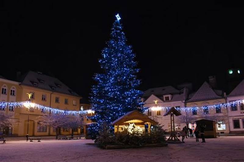 Letos se vánočním stromem Bruntálu stala jedle. Podle místa svého původu a také po svém majiteli se strom jmenuje Jan z Roudna.Zdroj: MěÚ Bruntál