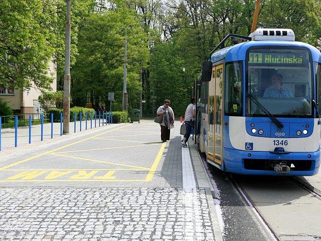 V takzvaném vídeňském stylu je i nástupní zastávka Zábřeh u Bělského lesa.