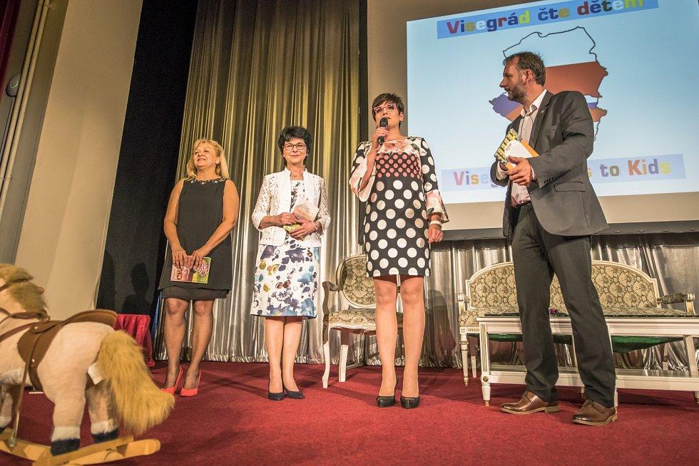Zprava: Peter Gombos (HU), Eva Katrušáková (CZ), Irena Koźminska (PL), Viera Kučerová (SK)