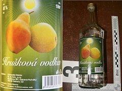 Další láhev obsahující závadný alkohol. Na etiketě je označení Hrušková vodka, výrobce - Ostravská likérka, OL.&.Com., s.r.o., Blodkova 381, Ostrava-Hulváky.