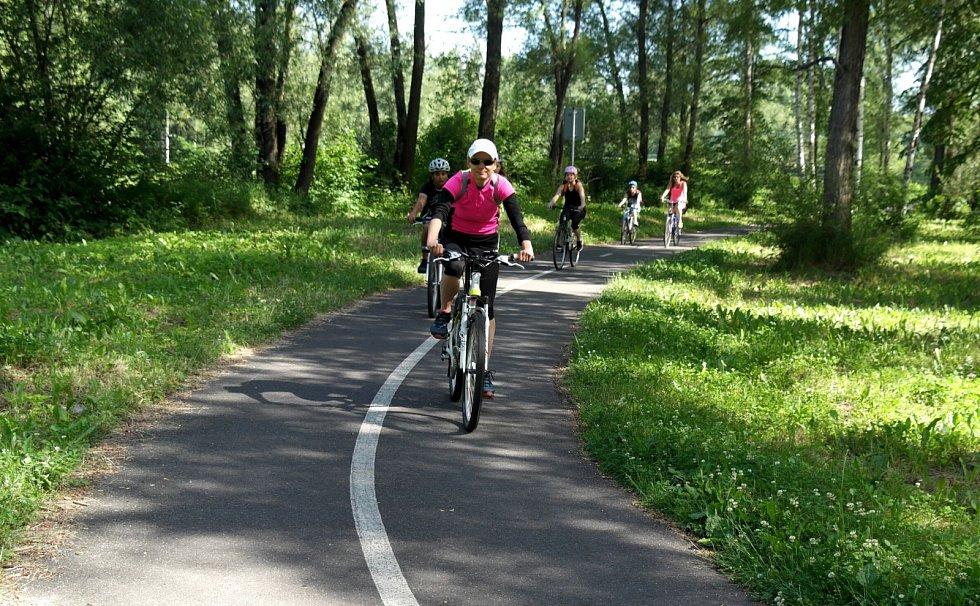 Provoz na cyklostezce z Ostravy do Beskyd bývá místy docela hustý.
