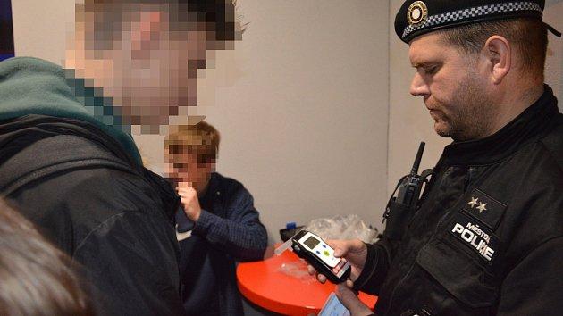 Kontrola strážníci alkohol nezletilé osoby