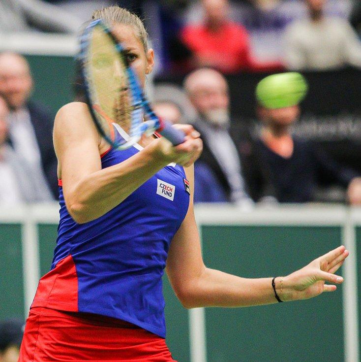 Utkání kvalifikace Fedcupového poháru Česká republika - Rumunsko, dvouhra, 10. února 2019 v Ostravě. Karolína Plíšková proti Simona Halepová.