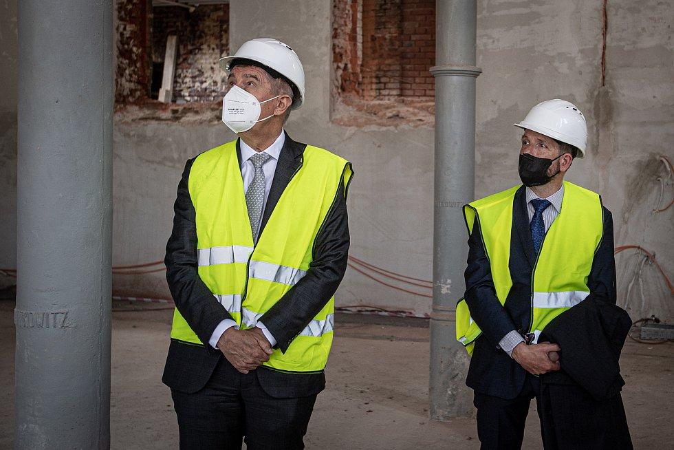 Předseda vlády České republiky Andrej Babiš si prohlédl novostavbu bytového domu Janáčkova a historické městské jatka, 1. června 2021 v Ostravě. V doprovodu (vpravo) primátor Ostravy Tomáš Macura (ANO).