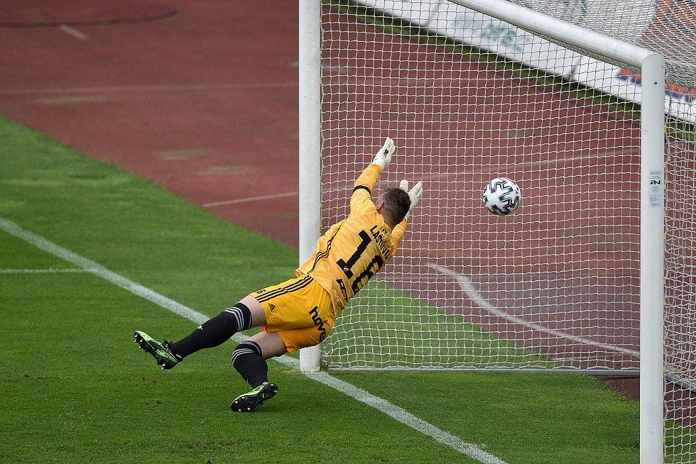 Utkání 29. kola první fotbalové ligy: FC Baník Ostrava - SK Slavia Praha, 10. června 2020 v Ostravě. brankář Baníku Jan Laštůvka.