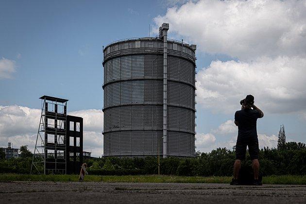 Odborná firma rozebere 84metrů vysoký plynojem MAN který stojí na ulici 1.máje, snímek z14. června 2021.Plynojem je už přes 10let využíván.