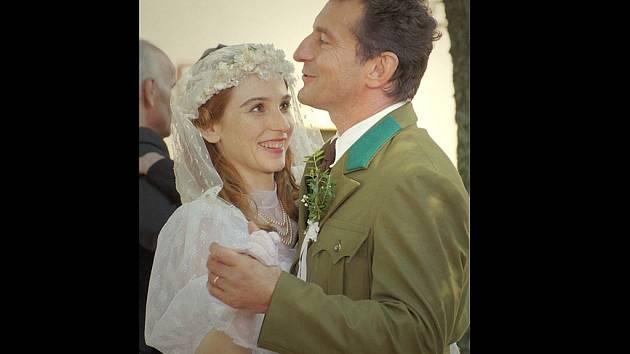VICA KEREKES a Ondřej Vetchý ve filmu 7 dní hříchů.