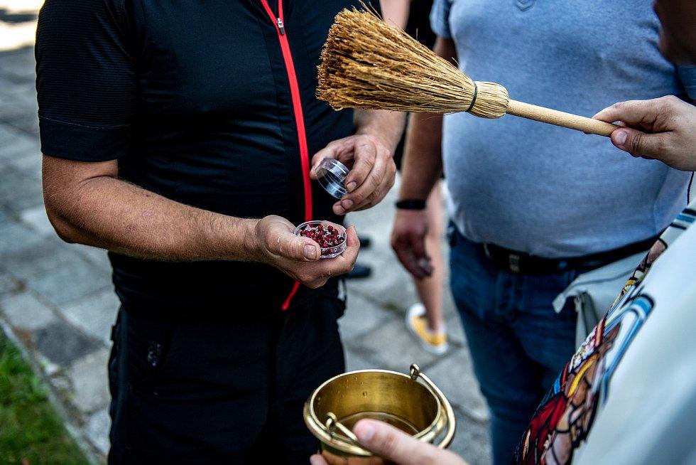 Svěcení dopravních prostředků u kostela svatého Františka a Viktora. 26.července 2020 v Ostravě-Hrušově.