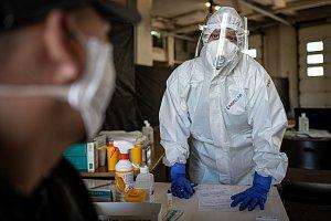 Epidemie se nevyvíjí dobrým směrem, řekl Vojtěch. Plánuje změny u testů