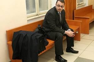 Jan Stoklasa při čekání na soudní jednání.