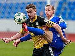 Tomáš Zápotočný (v modrém)