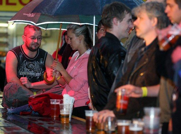 Pivním slavnostem na Slezskoostravském hradě v sobotu počasí nepřálo