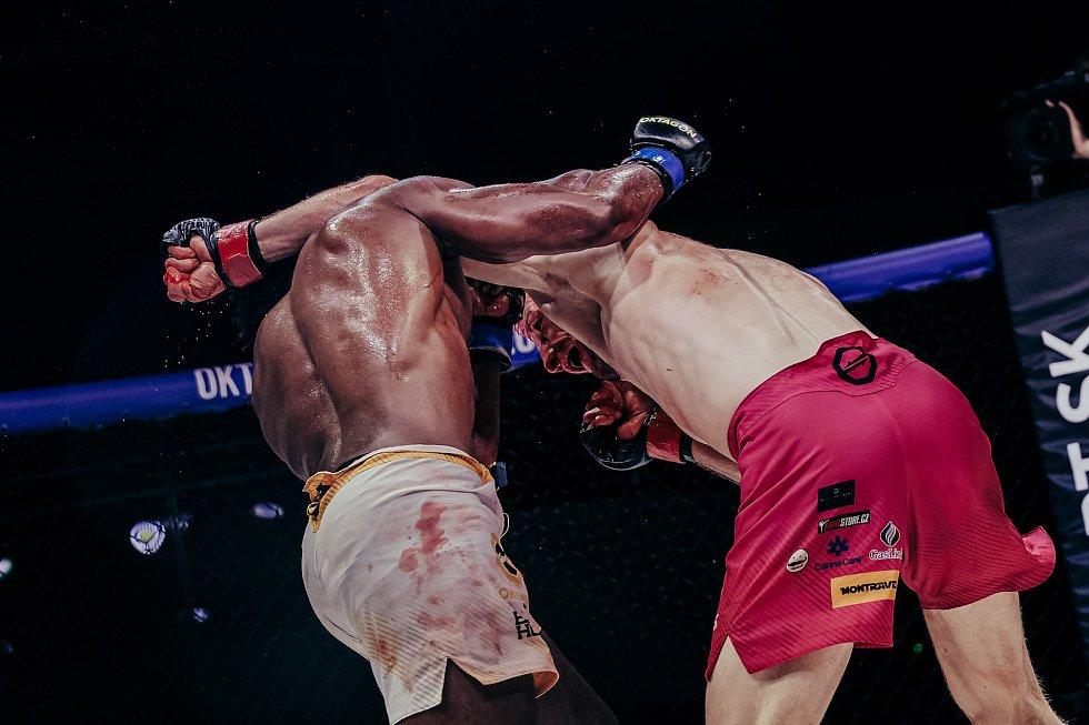 Oktagon 24, Brno, MMA, 29. května. Šampion David Kozma proti Leandru Silvovi. Foto: Oktagon MMA