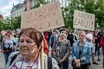 Lidé se sešli na demonstraci NE diktatuře roušek!, kterou uspořádala iniciativa Myšlením ke svobodě, 31. srpna 2020 v Ostravě na Masarykově náměstí.