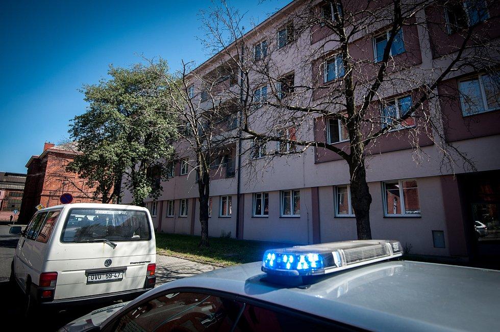 V této ubytovně byl při likvidaci požáru nalezen mrtvý muž.