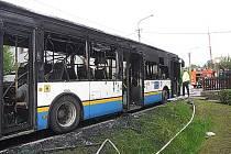 V Ostravě v pátek 14. května odpoledne shořel autobus na lince 34. Hořet začal během jízdy z Hošťálkovic do Bobrovníků. Nikdo nebyl zraněn, škoda činí čtyři miliony korun.