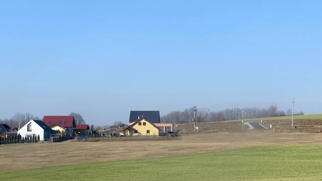 Lokalita Za Školou v novojičínské místní části Žilina, kde budou další rodinné domy.