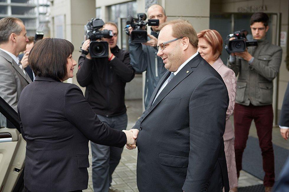 Manželku prezidenta České republiky Ivanu Zemanovou přivítal hejtman Moravskoslezského kraje Miroslav Novák.