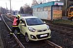 Vyproštění auta z tramvajového kolejiště.