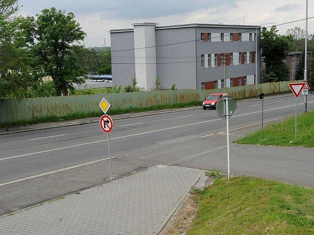 Bývalá kasárna v Hranečníku se mění na moderní zázemí pro hasiče a policisty.