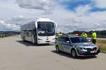 Dopravně bezpečnostní akci zaměřenou převážně na provozování osobní dopravy uskutečnili policisté dálničního oddělení Ostrava společně skolegy z cizinecké policie. Moravskoslezský kraj, rok 2021.