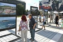 Výstava fotografií pod širým nebem v městském obvodu Ostrava-Jih.