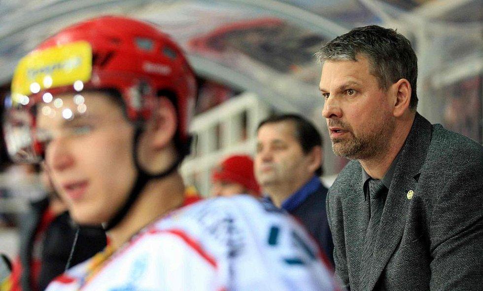 Vpravo Marek Pavel, trenér Třince