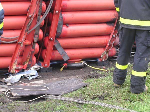Vodíkové lahve z hořícího kamionu