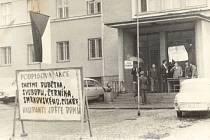Dobové nápisy jasně vyjadřovaly názory obyvatel země na invazi spřátelených vojsk.