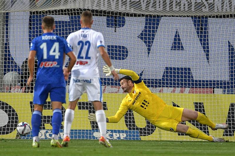 Utkání 8. kola první fotbalové ligy: SK Sigma Olomouc - FC Baník Ostrava 17. září 2021 v Olomouci. (střed) brankář Baníku Jan Laštůvka.