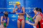 J&T Banka Ostrava Beach Open - slavnostní ceremoniál, 6. června 2021 v Ostravě. Uprostřed Sarah Sponcil (USA).
