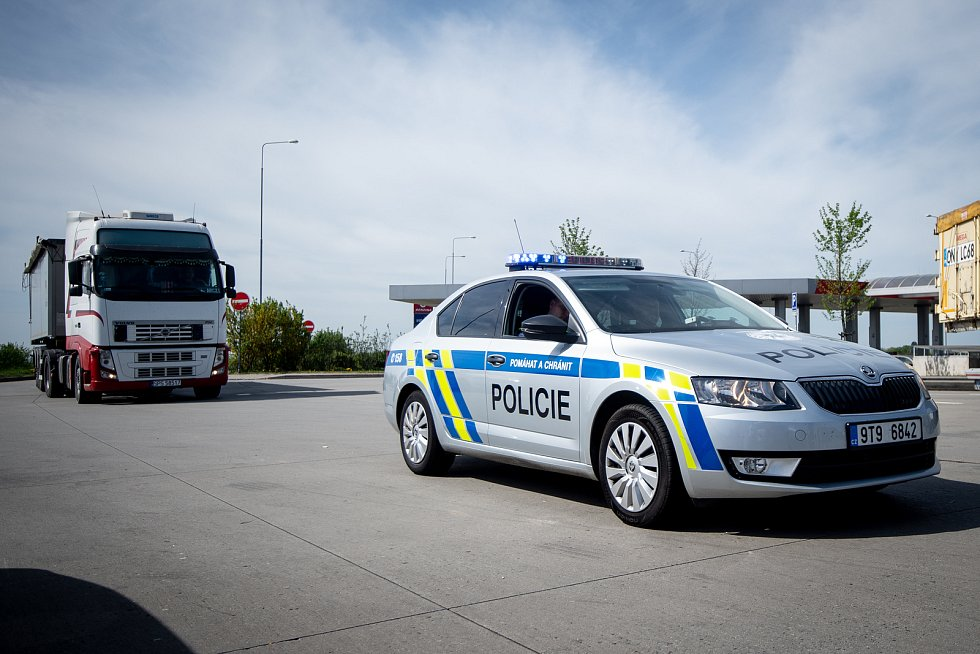 Dopravně bezpečnostní akce, při které se policisté zaměříli na způsob jízdy na dálnici D1 (zejména u řidičů nákladní a kamionové dopravy), duben 2019 v Klimkovicích.