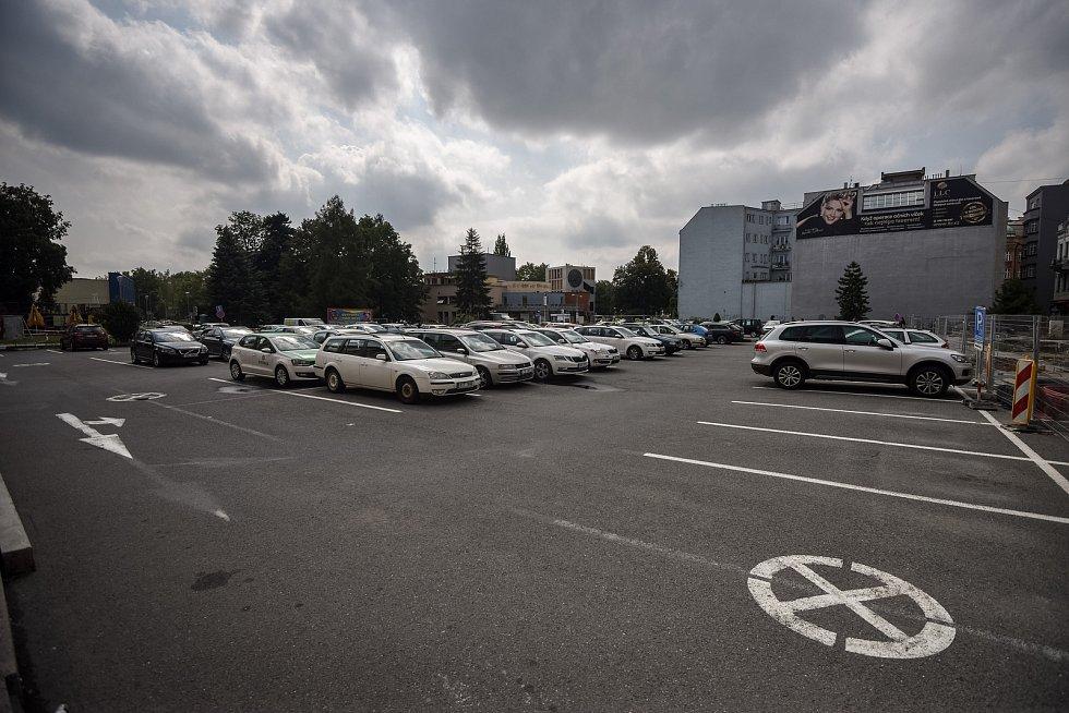 Parkoviště v centru Ostravy, srpen 2018.