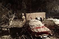 Silný vítr dělal v Moravskoslezském kraji problémy i ve čtvrtek. Zřejmě největší škodu způsobil vzrostlý buk, který v noci na čtvrtek spadl v Morávce hned na dvě osobní auta a jeden nákladní automobil.
